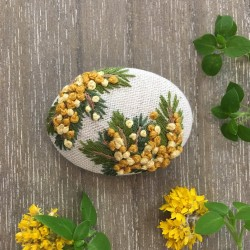 Embroidered brooch « Dear mimosa »
