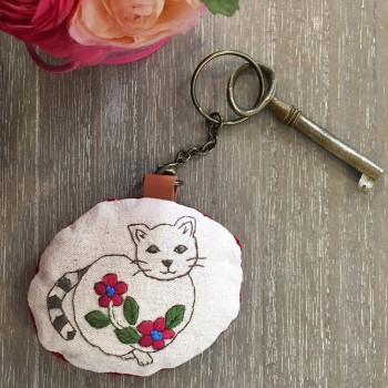 Porte-clef brodé  « Un amour de chat »